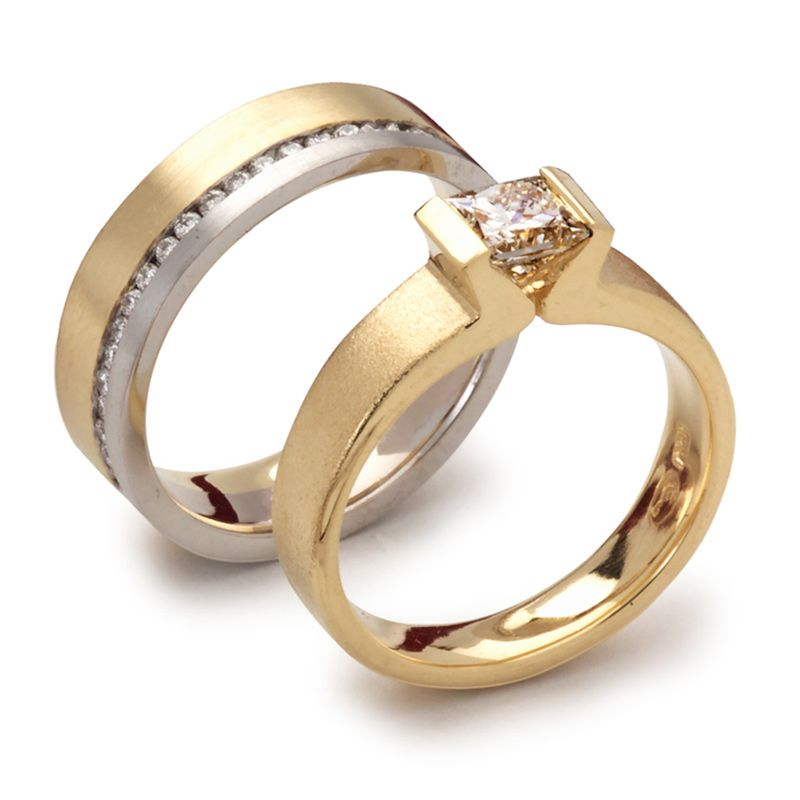 KODR169 18ct Yellow & White Gold off set diamond