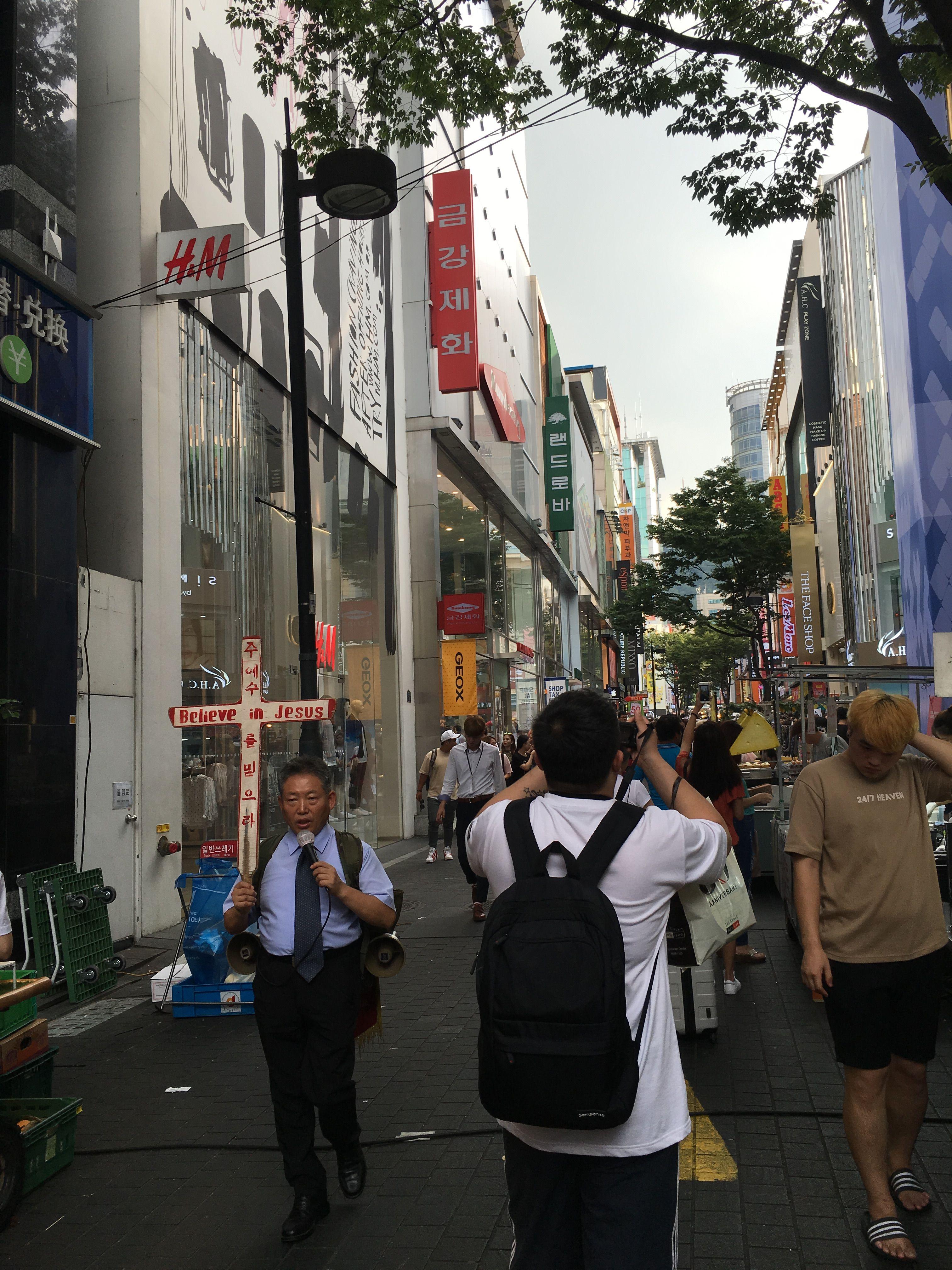 Einkaufsstrasse In Myeongdong Shopping Street In Myeongdong Myeongdong Shopping Shopping Street Street