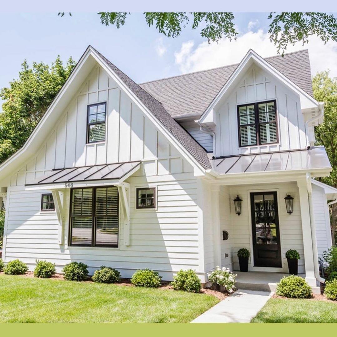 Stephanie Florida Farmhouse On Instagram I Love The Combination Of The Exterior Siding O Modern Farmhouse Exterior Farmhouse Style Exterior Cottage Exterior