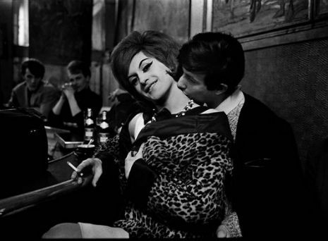 Red Light District: Beautiful photos of Parisian prostitutes (1950s-1960s)