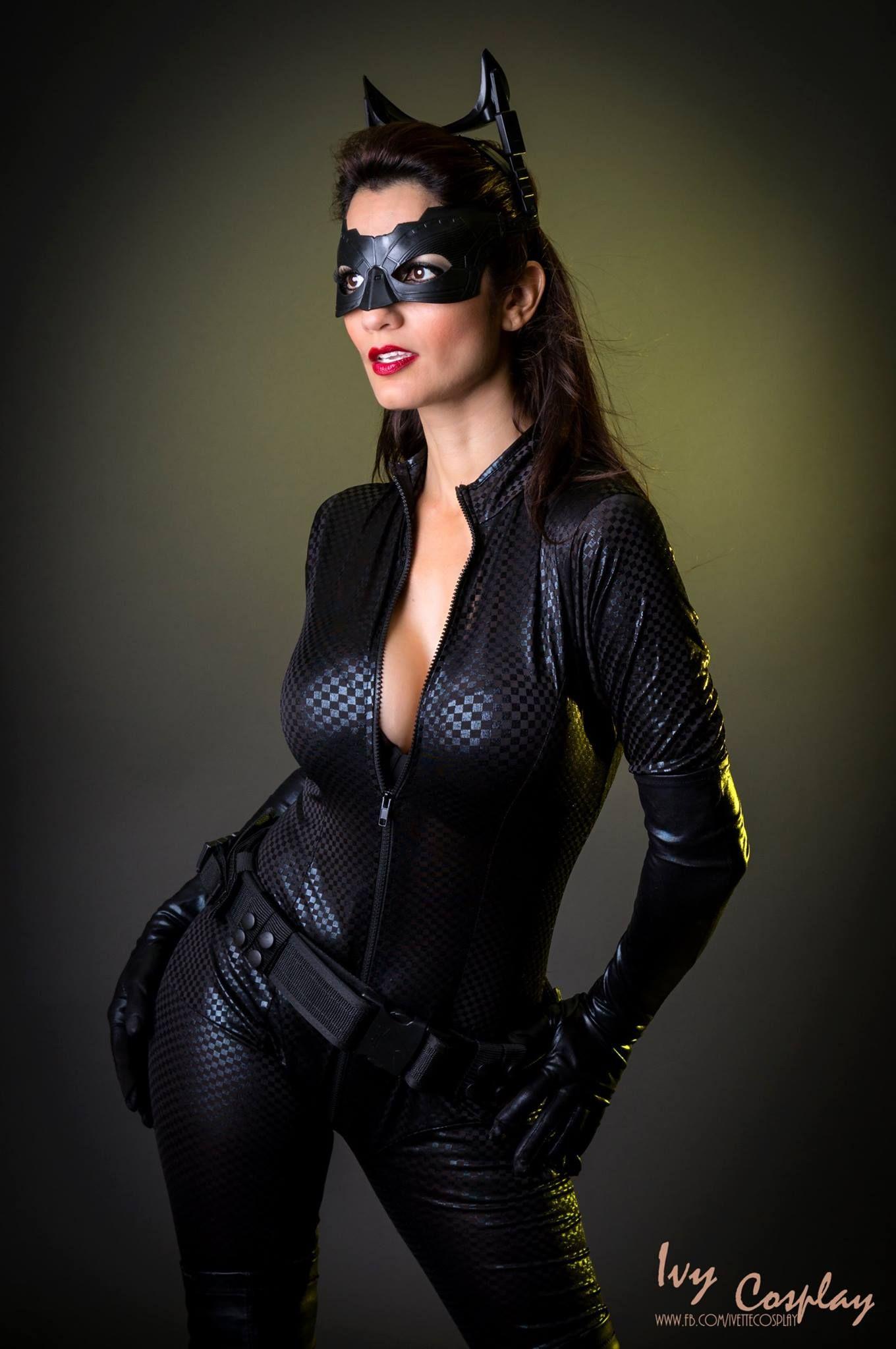 Pin on Comics Dc: Catwoman Batman Rises