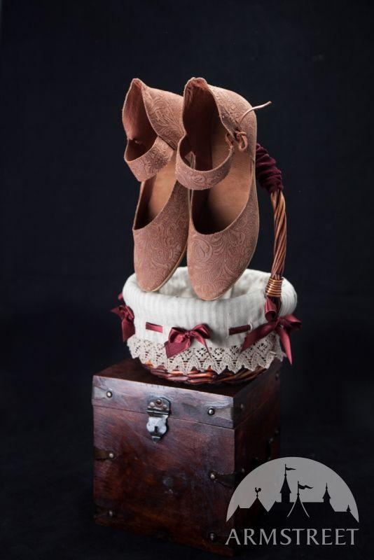 Scarpe medievali di pelle da donna  97236a1a083