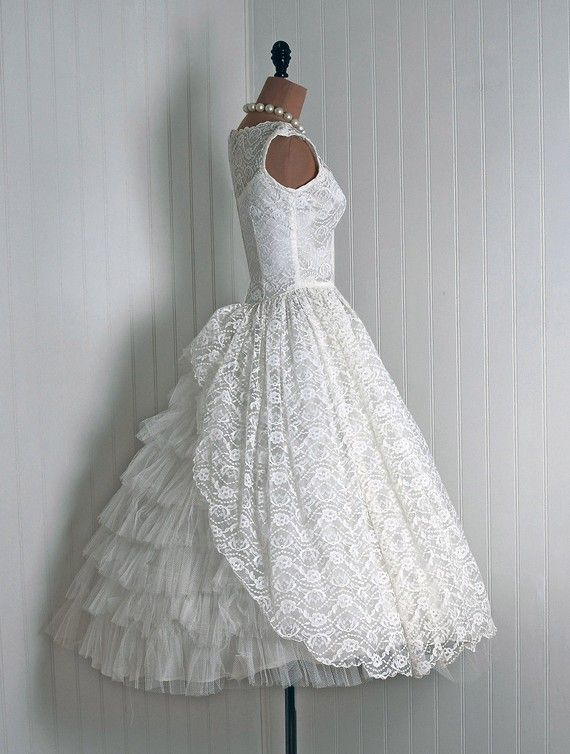 1950s Exquisite Ivory-White French Lined Floral-Lace & Net-Tulle ...