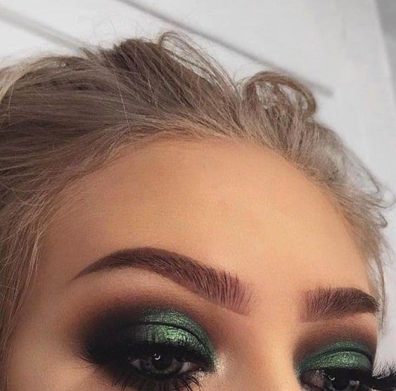 Photo of green smokey eye make-up for green eyes
