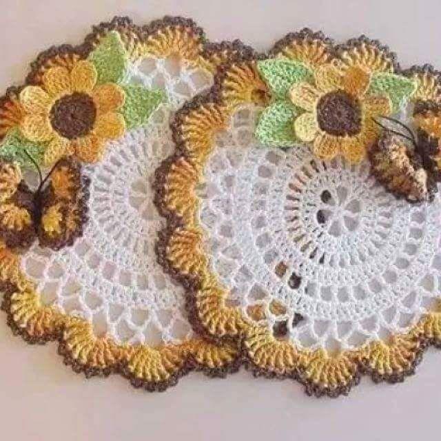 Achei este descanso de copo e panelas no Facebook I love Crochet