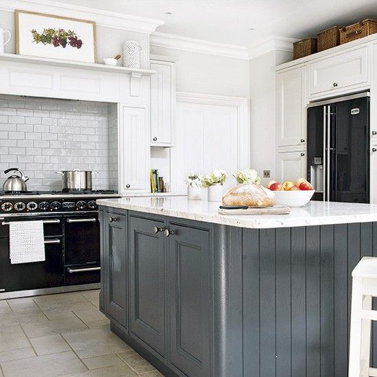 Dark Grey Shaker Kitchen: Country Kitchen With Grey Island And Black Range Cooker