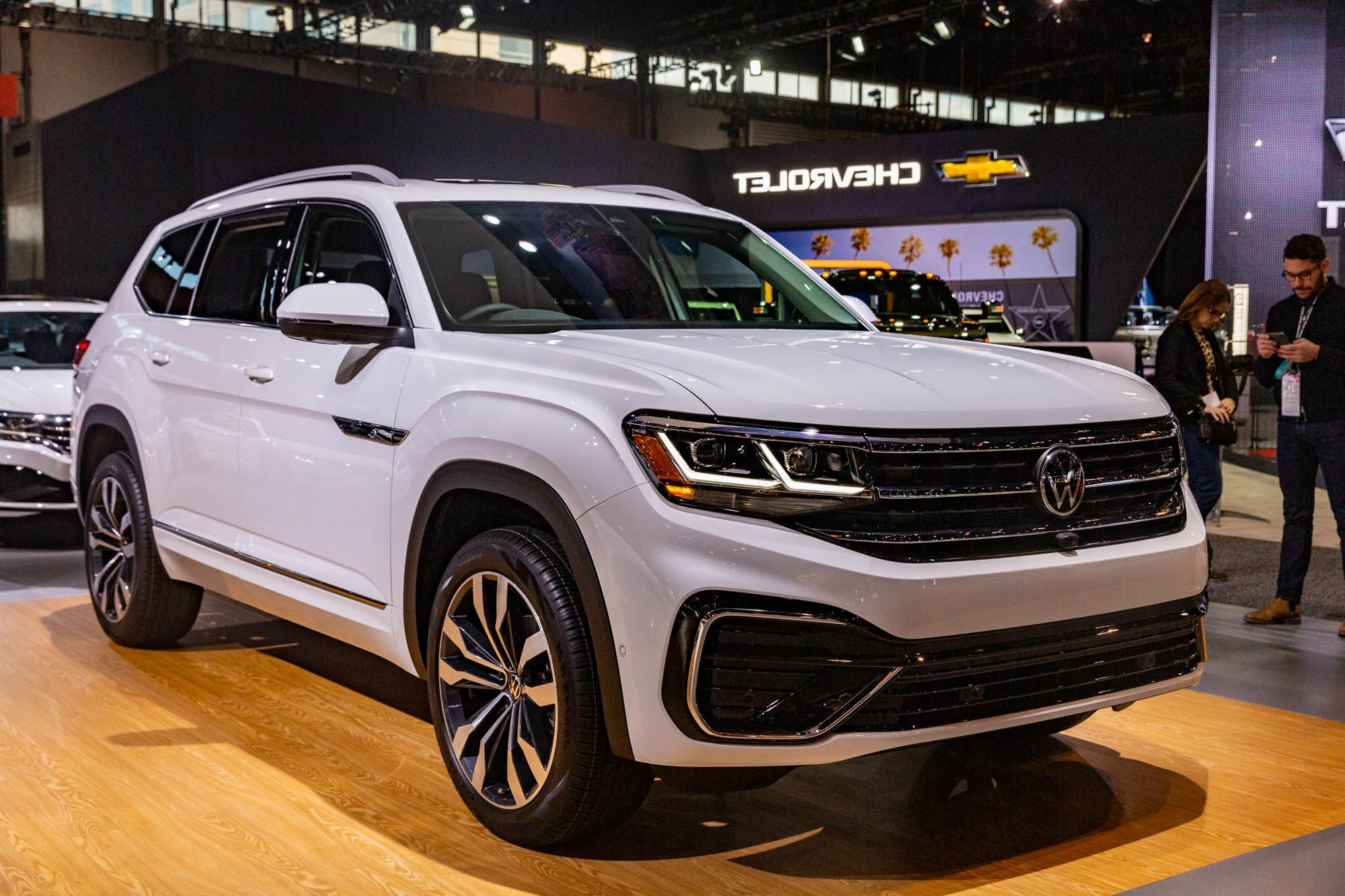 2021 Vw Atlas Cross Sport Hybrid Release Date Specs Colors Models In 2020 Volkswagen Suv Suv Prices