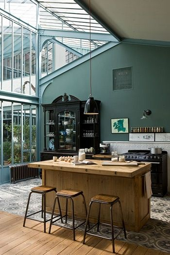 maison sous verre et tommettes en ciment chines i probably wouldnt go with the dark a pallette in my home but it does look nice here
