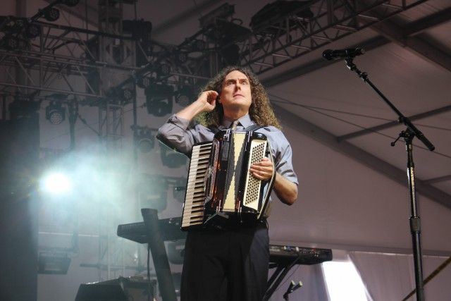 Good review on his performance at the Governor's Ball, w/ several photos, 2015.