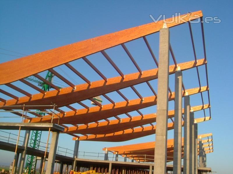 Montaje estructura madera laminada aeropuerto de albacete - Estructura madera laminada ...
