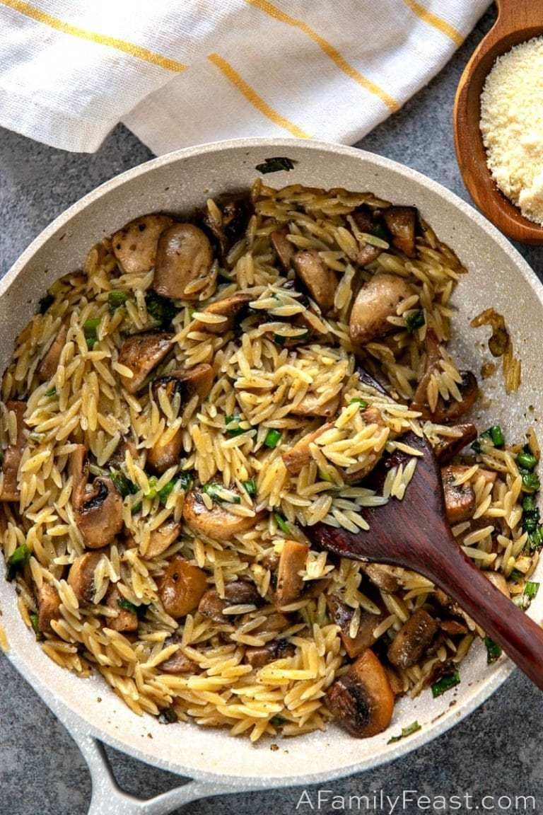 Orzo mit Pilzen, Frühlingszwiebeln und Parmesan # Pilze #Orzo #Parmesan # Früh…