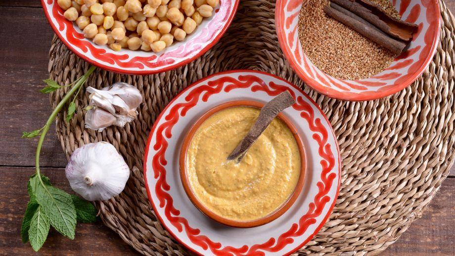 Humus cítrico con Harissa (Hummus Bel Harissa) - Najat Kaanache - Receta - Canal Cocina