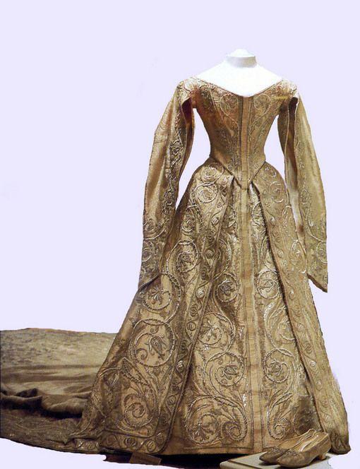 vestido coronación de la zarina alexandra | historia de la moda