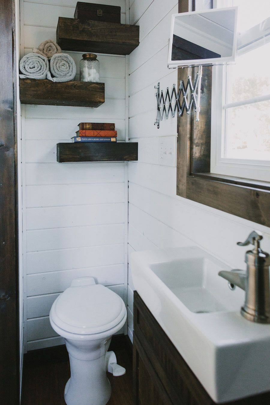 This Tiny Home On Wheels in Oregon City is Perfect | Tiny houses ...