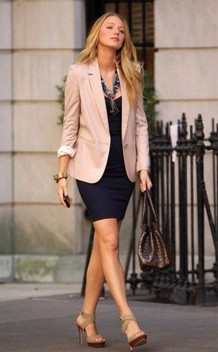 Rose Blazer Dunkelblaues Kleid Arbeit Outfit Outfit Ideen Outfit