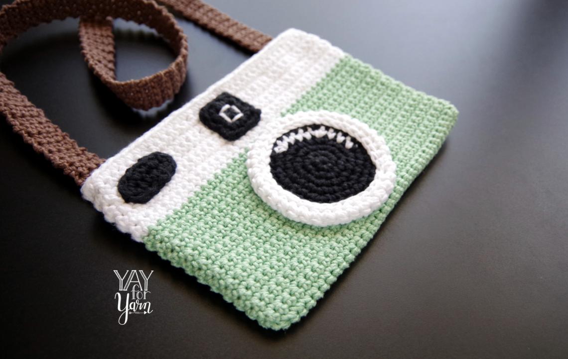 Vintage Camera Purse - Free Crochet Pattern | Yay For Yarn