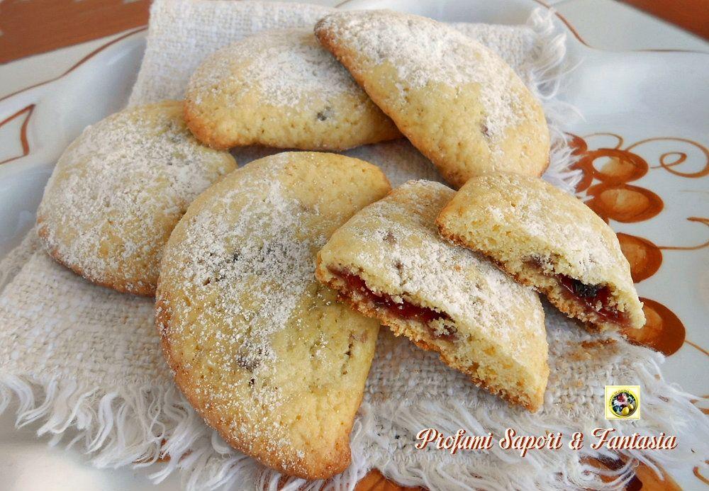 Ravioli dolci romagnoli I ravioli dolci romagnoli sono biscotti di pasta  frolla ripieni di marmellata, chiusi a mezzaluna e cotti in forno. I  ravioli come