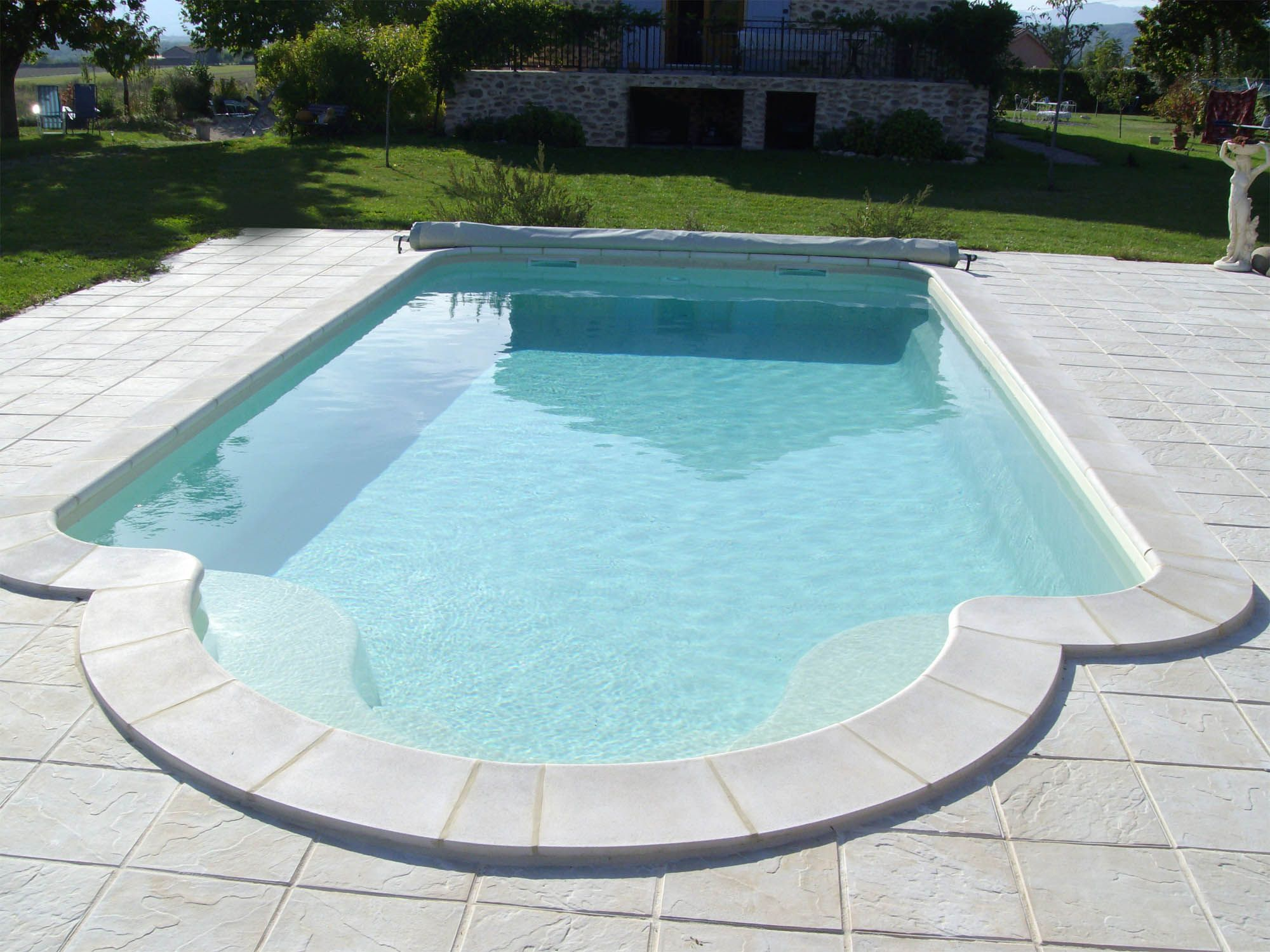 Piscine coque polyester variation fabrication fran aise for Liner piscine couleur sable
