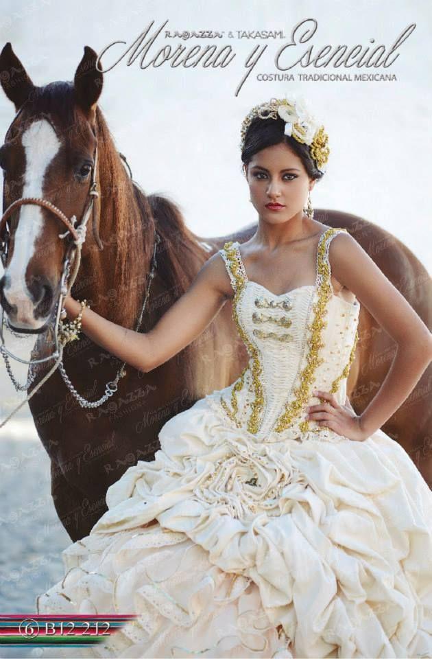Vestido Hecho De Manta Con Detalles Dorados Un Increíble