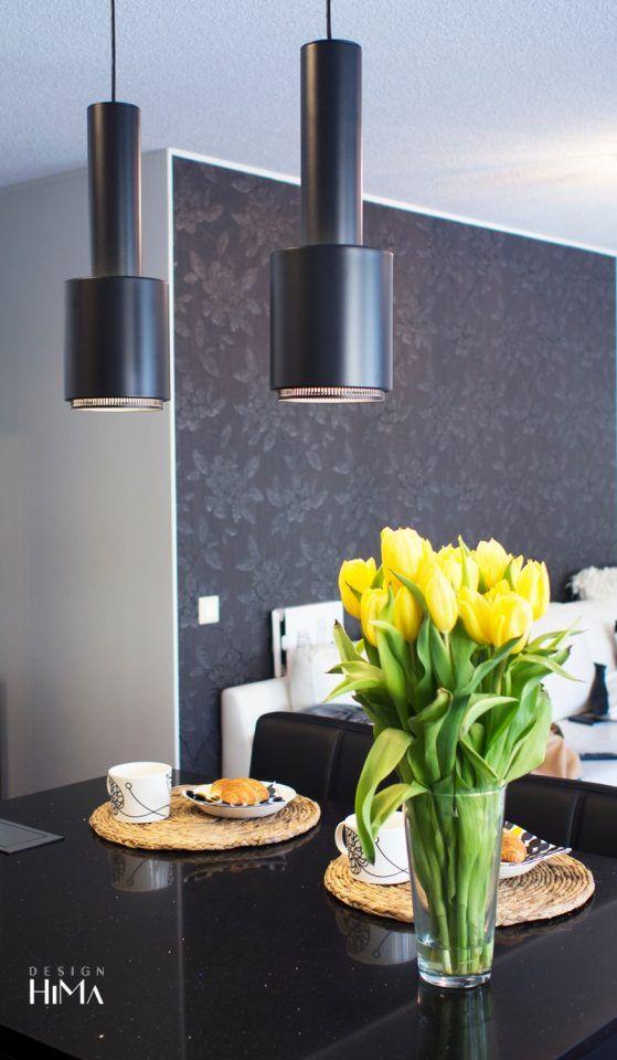 Nyt meni keittiö uusiksi! Keittiö, keittiöremontti, Artek A110, käsikranaatti, musta kvartsitaso, open space kitchen, black stone top