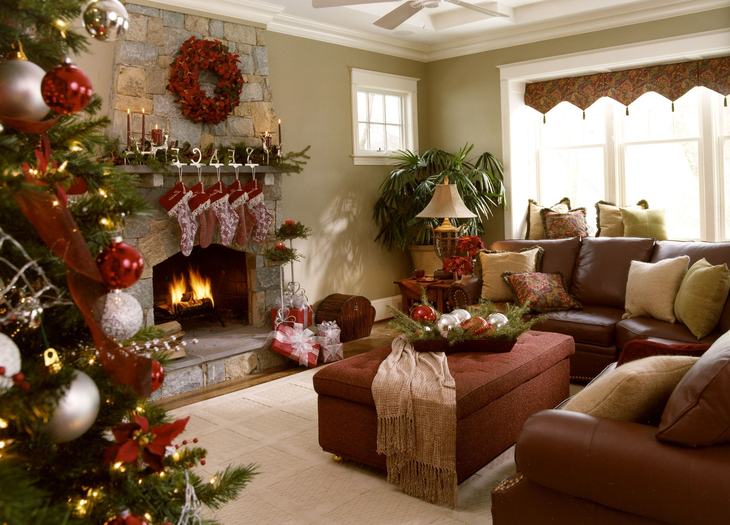 15 Beautiful Christmas Living Room Decorations Ideas For ...