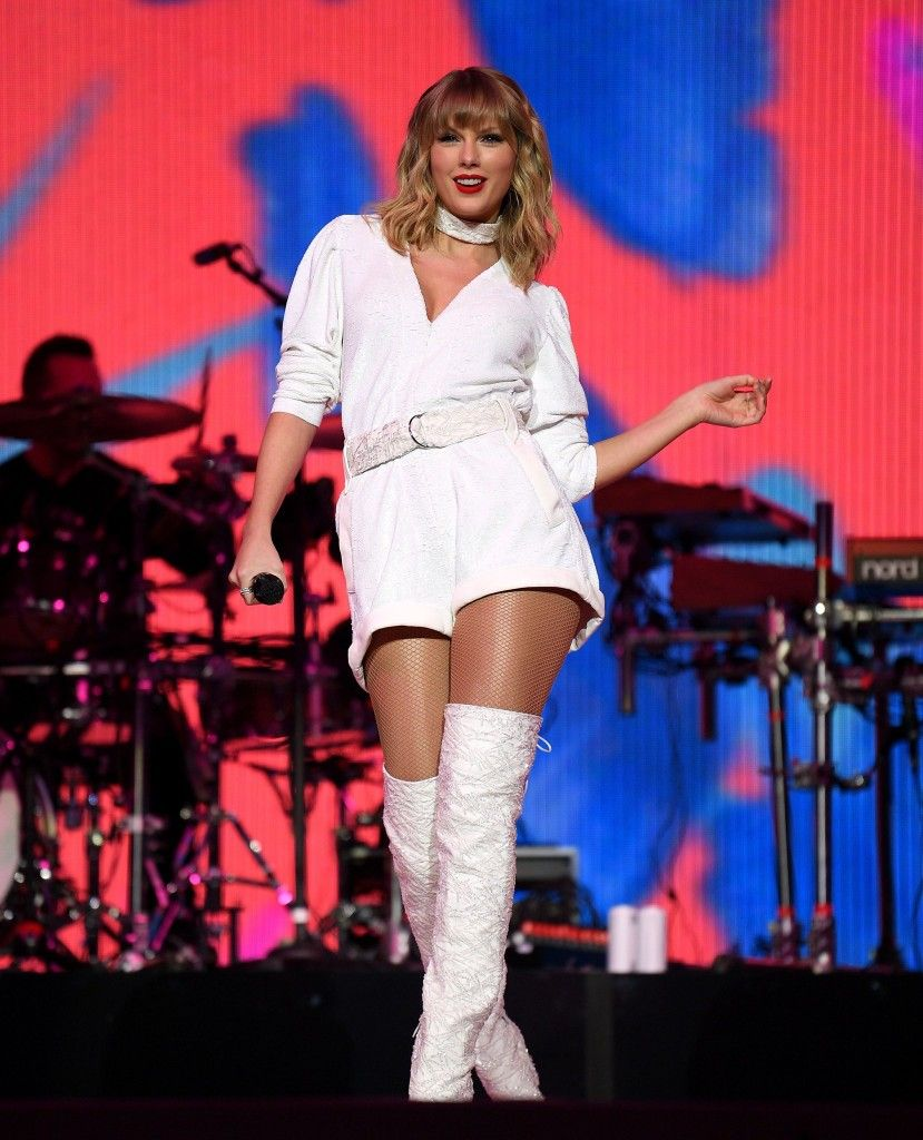 Pin By Dani Arteaga On My American Queen Taylor Swift Photos Of Taylor Swift Taylor Swift News Taylor Swift Concert