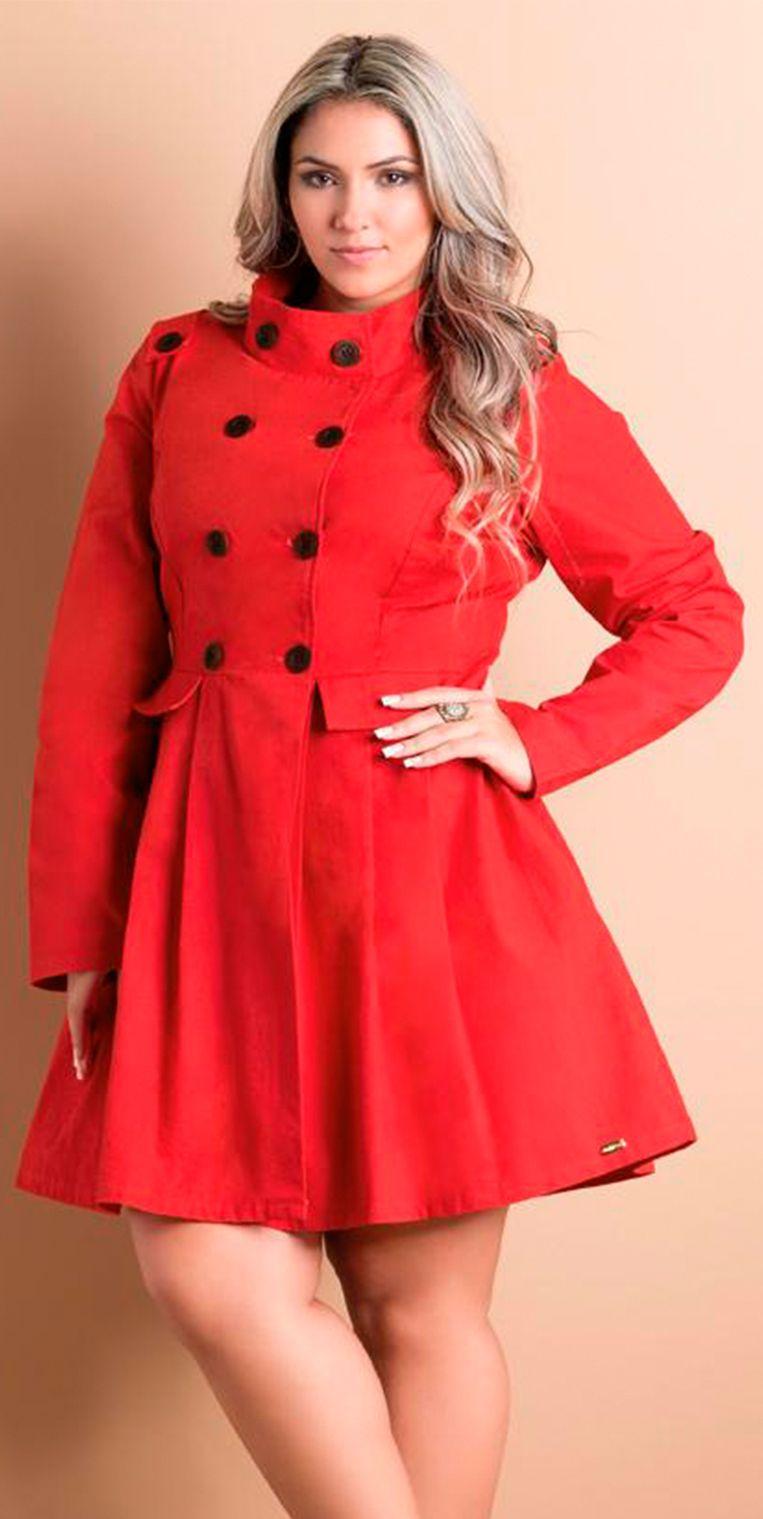 1f2ecccd78 Sobretudo Acinturado Vermelho peça que deixa seu visual completamente  elegante. Roupas Plus Size é na Beline.  estilo  modaplussize   estiloplussize ...