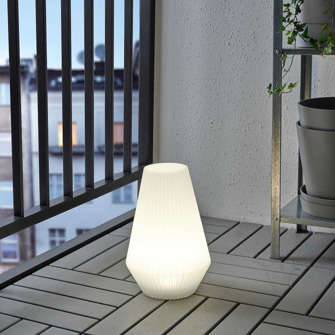 Solvinden Led Solar Powered Floor Lamp Outdoor Plastic White Ikea In 2020 Outdoor Solar Lamps Outdoor Lamp Solar Powered Lights