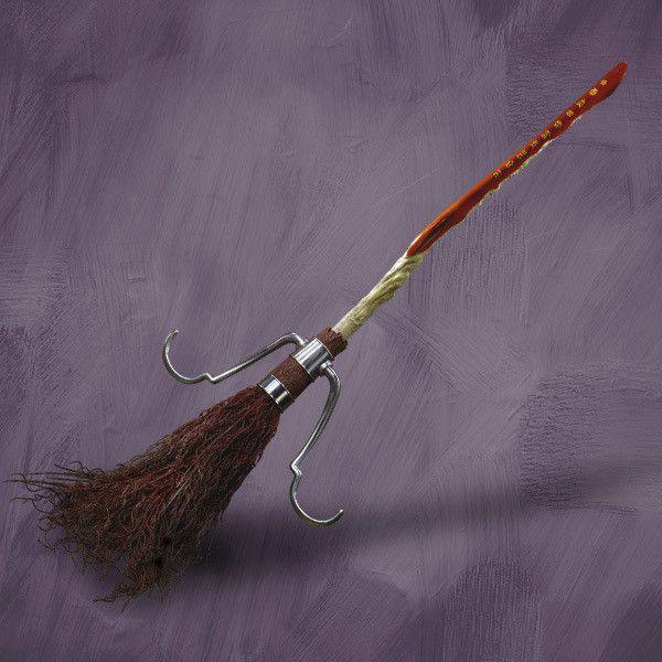 Harry Potter Der Feuerblitz Sammlerreplik Liked On Polyvore Featuring Harry Potter Accessories And Hp Vogelbilder Basteln