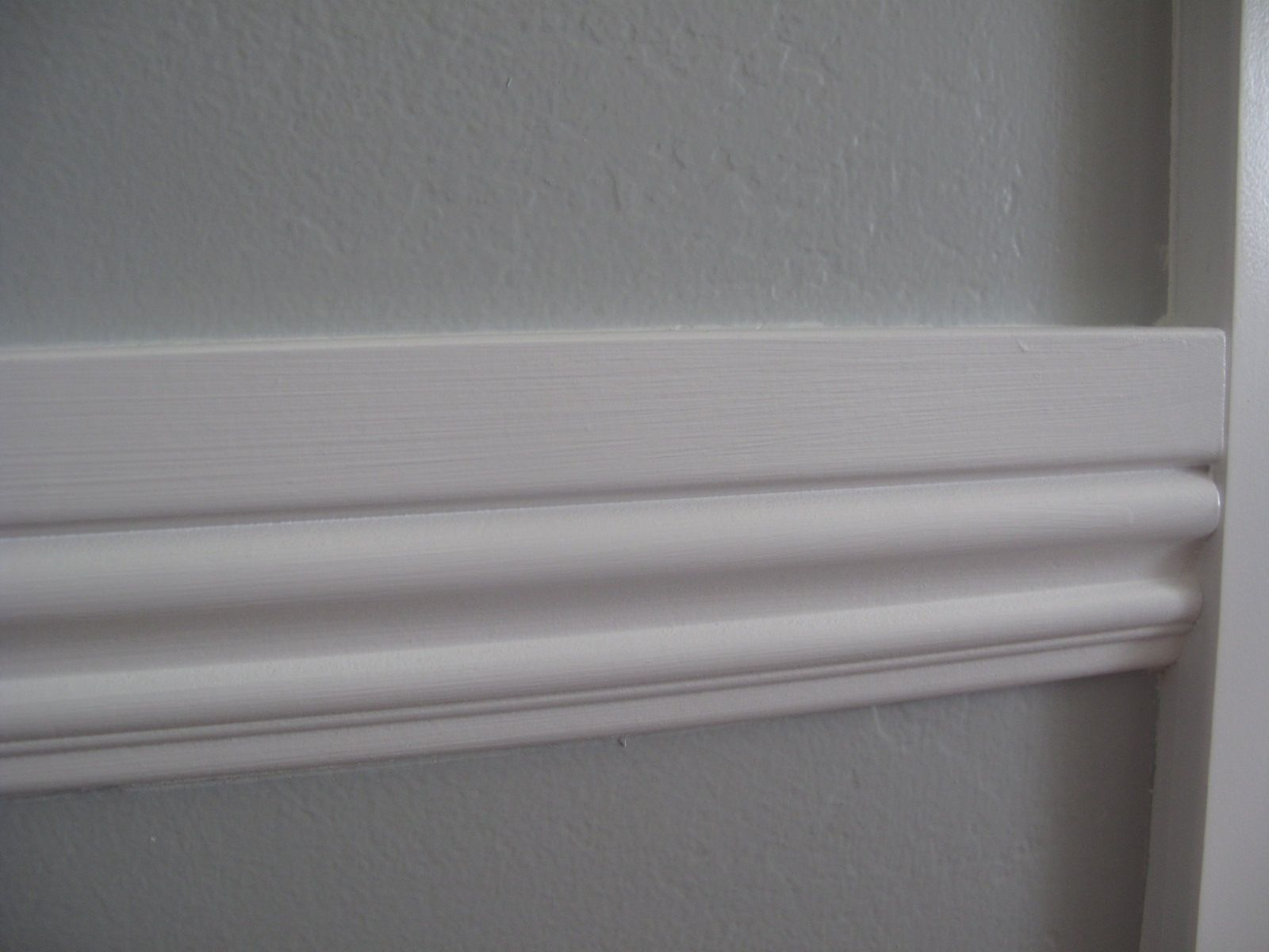 Captivating Little Miss Penny Wenny: How To Install Chair Rail Moulding