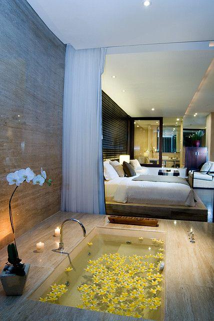Une Suite Luxueuse Et Romantique Proposee A Tous Les Amoureux Salle De Bain Design Maison Maison De Luxe