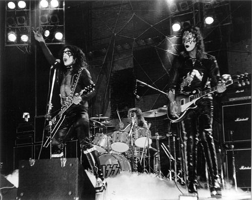 Kiss 1973 Wallpaper With A Concert And A Guitar Player In The Kiss Club Kiss Concert Kiss Army Kiss Members