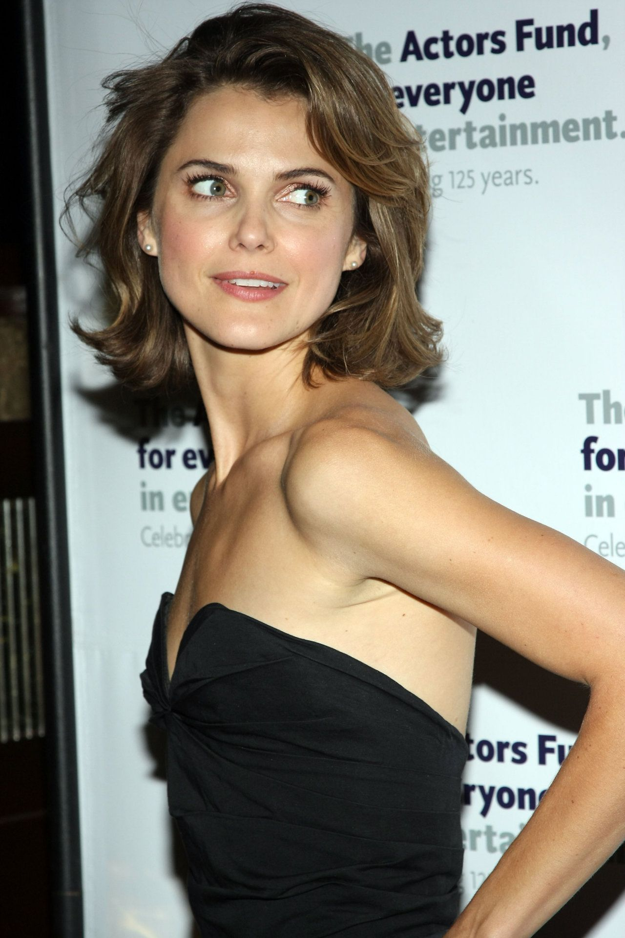 http://www.wallpapers21.com/images2/keri-russell-85075/keri-russell-85075.jpg
