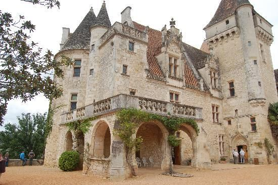 Le Chateau des Milandes - Josephine Baker's house in France | Houses in  france, Beautiful castles, Chateau
