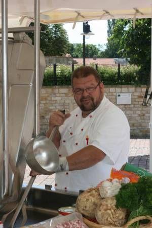 Egal ob Feldküche, Feldkueche, Feldkeuche, Feldkochherd, Gulaschkanone, fieldkitchen, filed kitchen.