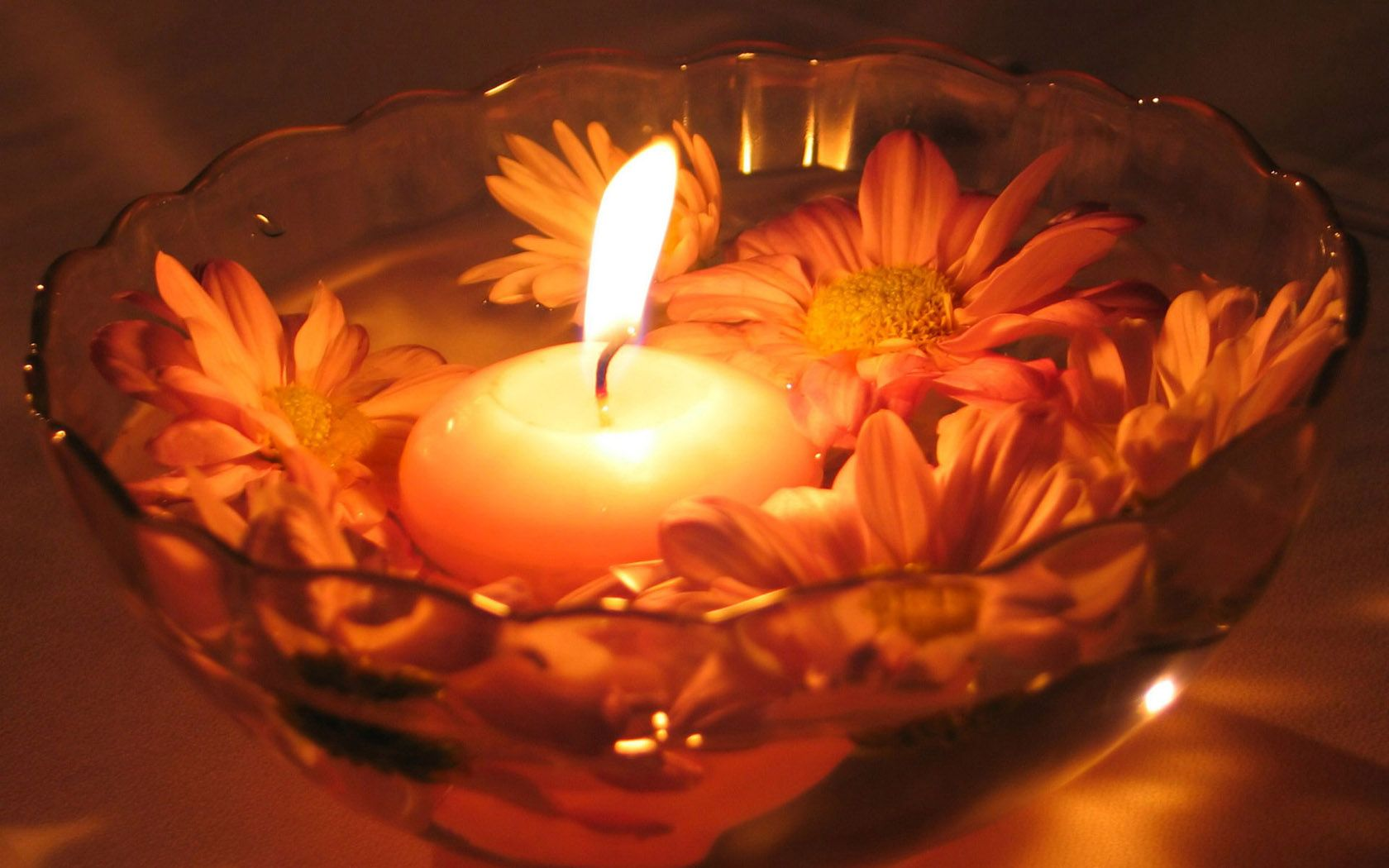 Romantic Candles On The Water Widescreen Romantic Candle Light Candlelight Pictures Candlelight Candles Wallpaper Candles Romantic Candles