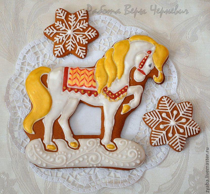 Картинка пряника в виде коня с розовой гривой