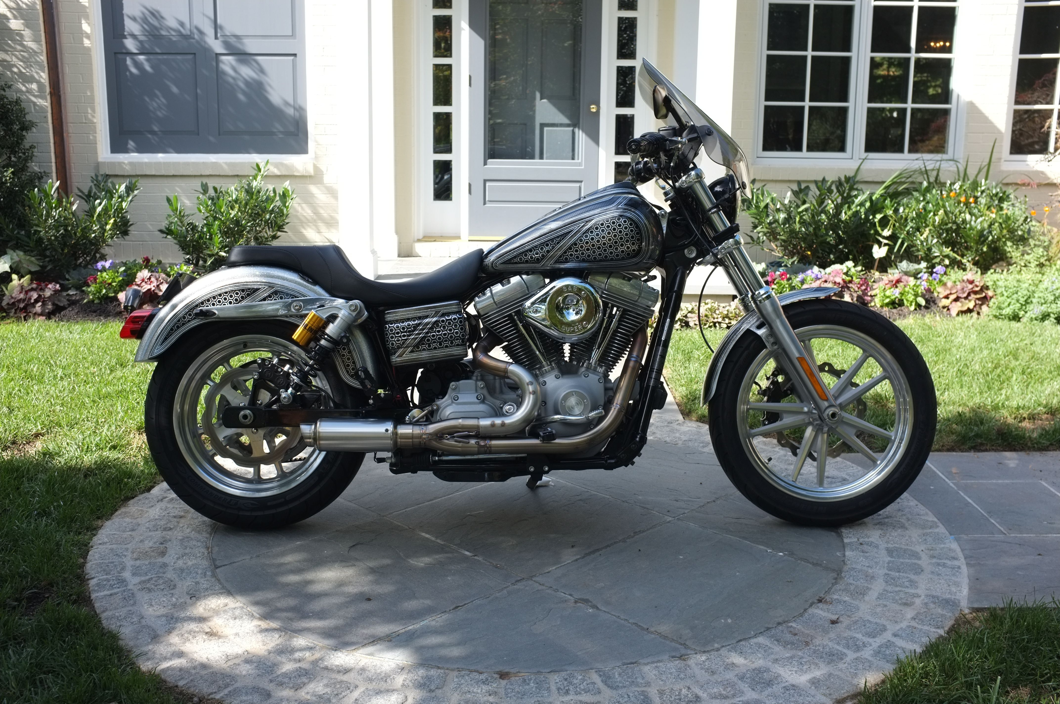 2010 Dyna SuperGlide, Visual Impact paint, SPF pipe, Ohlins, Street