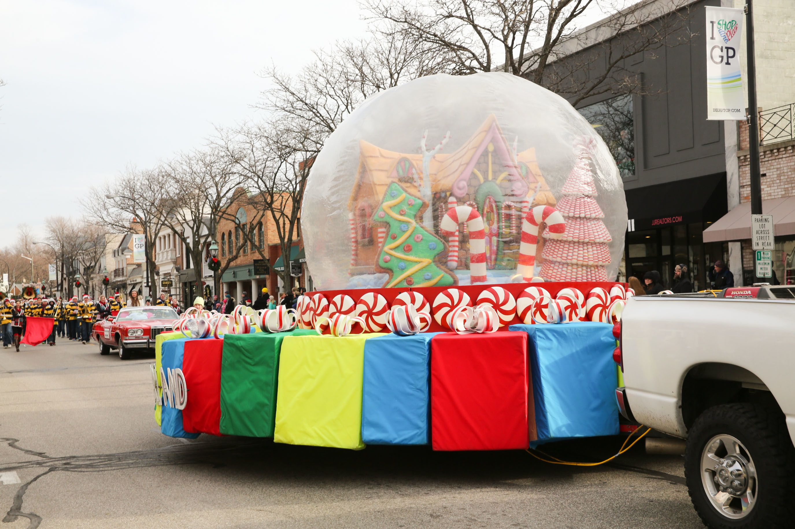 Christmas Float Ideas.Pin On 39th Annual Grosse Pointe Santa Claus Parade