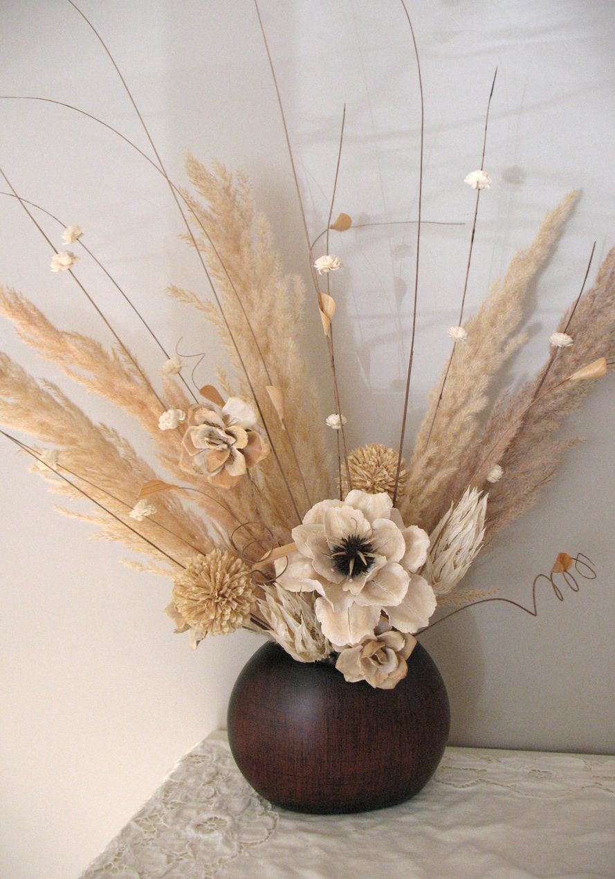 Dry Flower Arrangement Using Soft Neutrals Dried Flower Arrangements Flower Arrangements Center Pieces Flower Arrangements