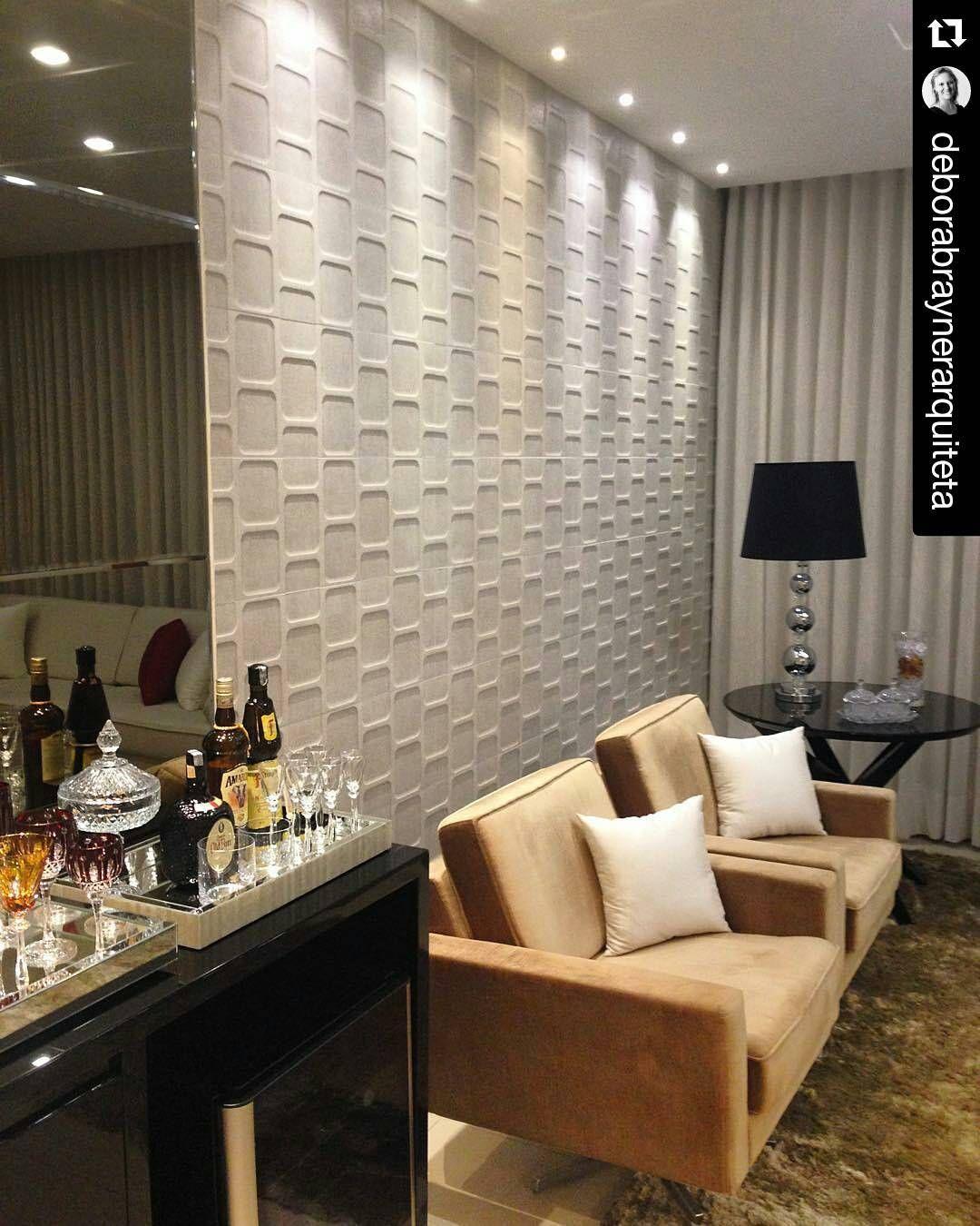 Para compor as paredes da sala a arquiteta for Paredes decoradas para salas