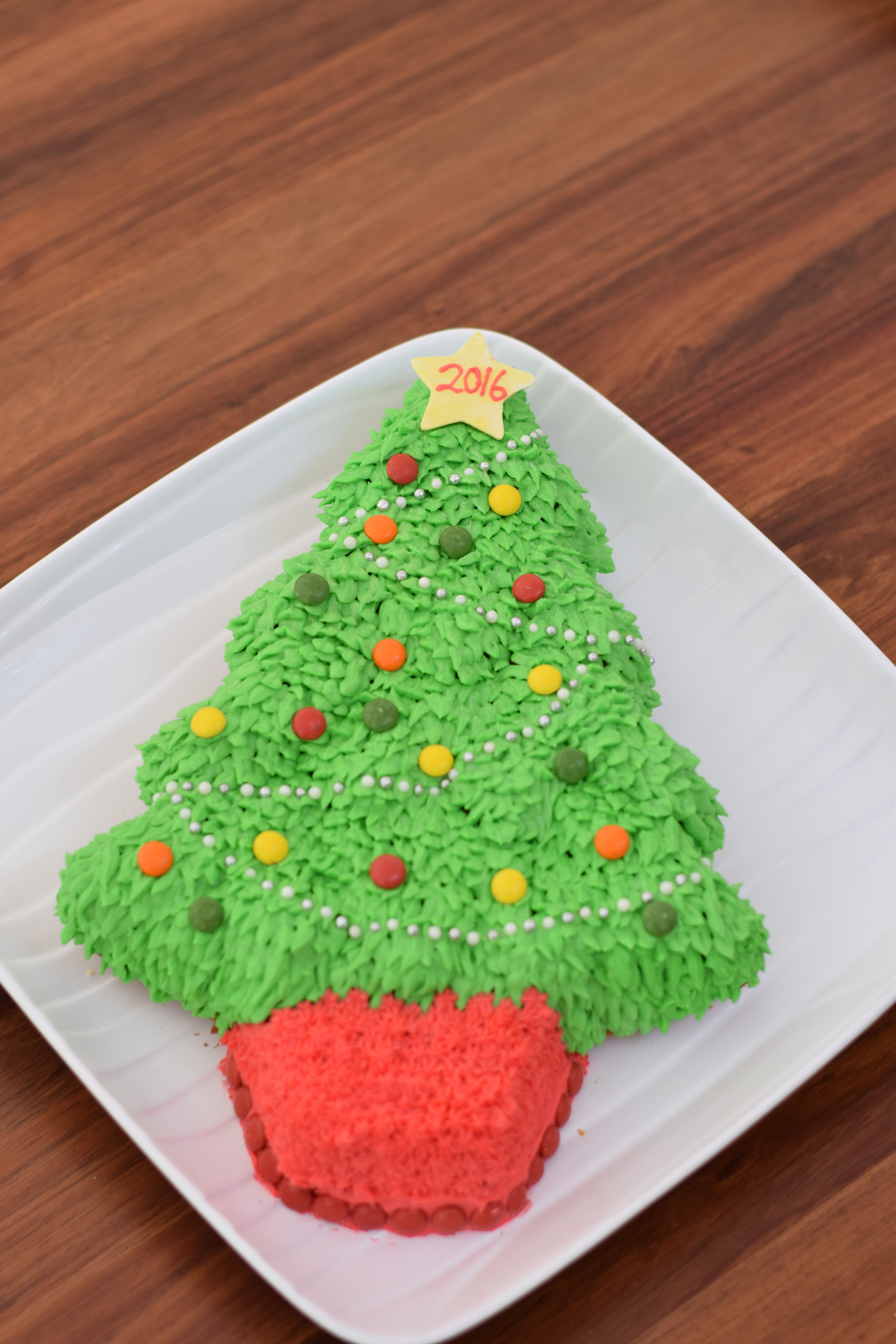 Wilton Christmas Tree Cake Pan Buttercream Icing Using Leaf Tip For Icing Christmas Tree Cake Tree Cakes Perfect Cake