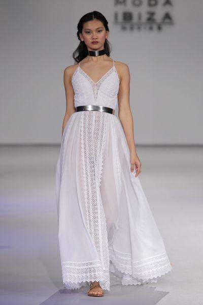 Vestidos de novia para mujeres con mucho pecho 2017: Diseños que te harán lucir fantástica Image: 10