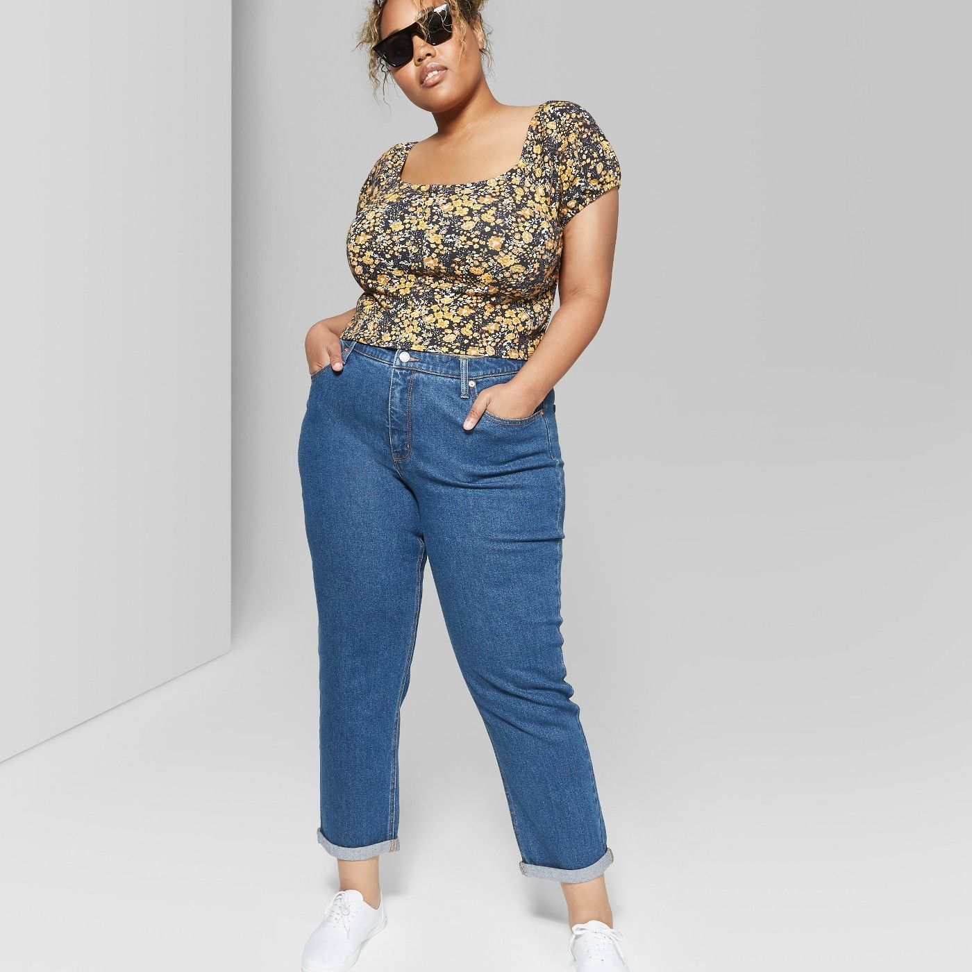 how to style mom jeans plus size