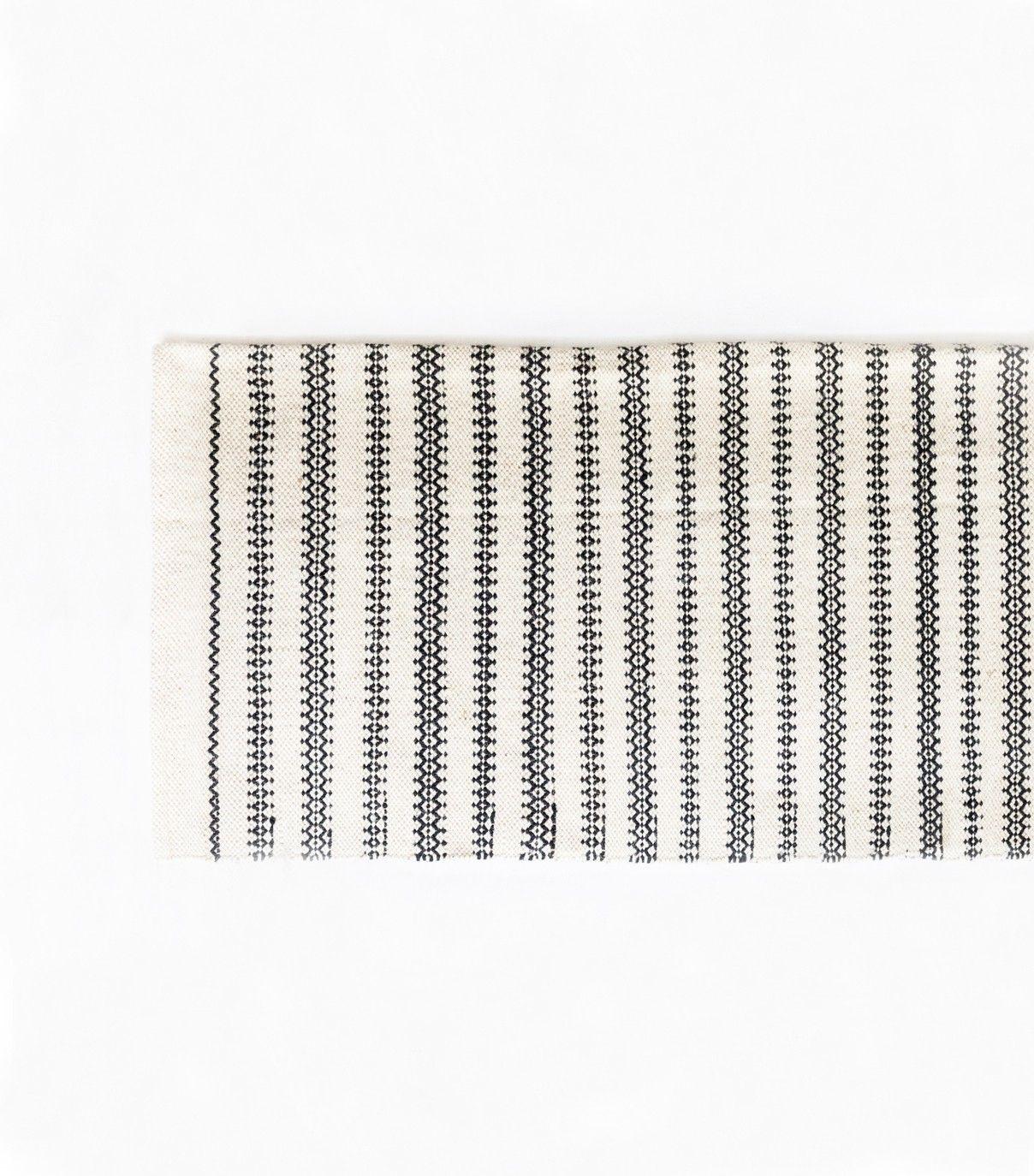 tapis ethnique noir et blanc 120x180 cm s lection. Black Bedroom Furniture Sets. Home Design Ideas