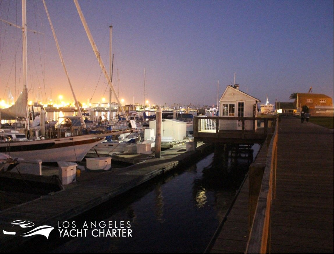 Did You Know We Offer Boateling Have A Truly Unique Los Angeles Experience By Spending The Night On A Los Angeles Yacht Char Yacht Rental Yacht Charter Yacht