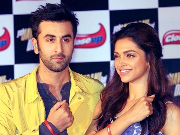 Former Flames Ranbir Kapoor And Deepika Padukone Were Recently Spotted Having A Good Time Togeth Entertainment News Celebrities Deepika Padukone Ranbir Kapoor