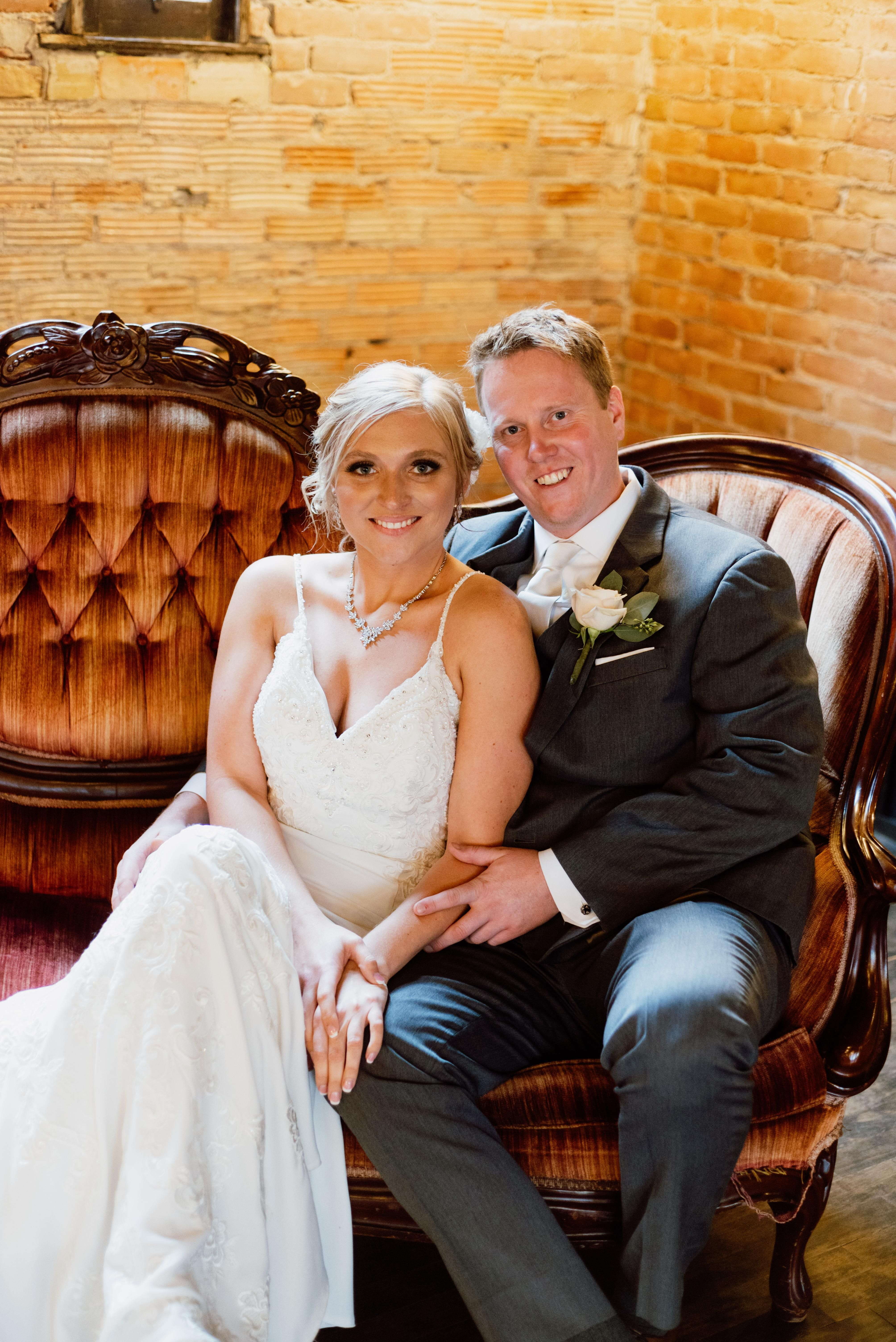 What To Look For In A Rochester Minnesota Wedding Photographer In 2020 Minnesota Wedding Minnesota Wedding Photographer Wedding Photographers