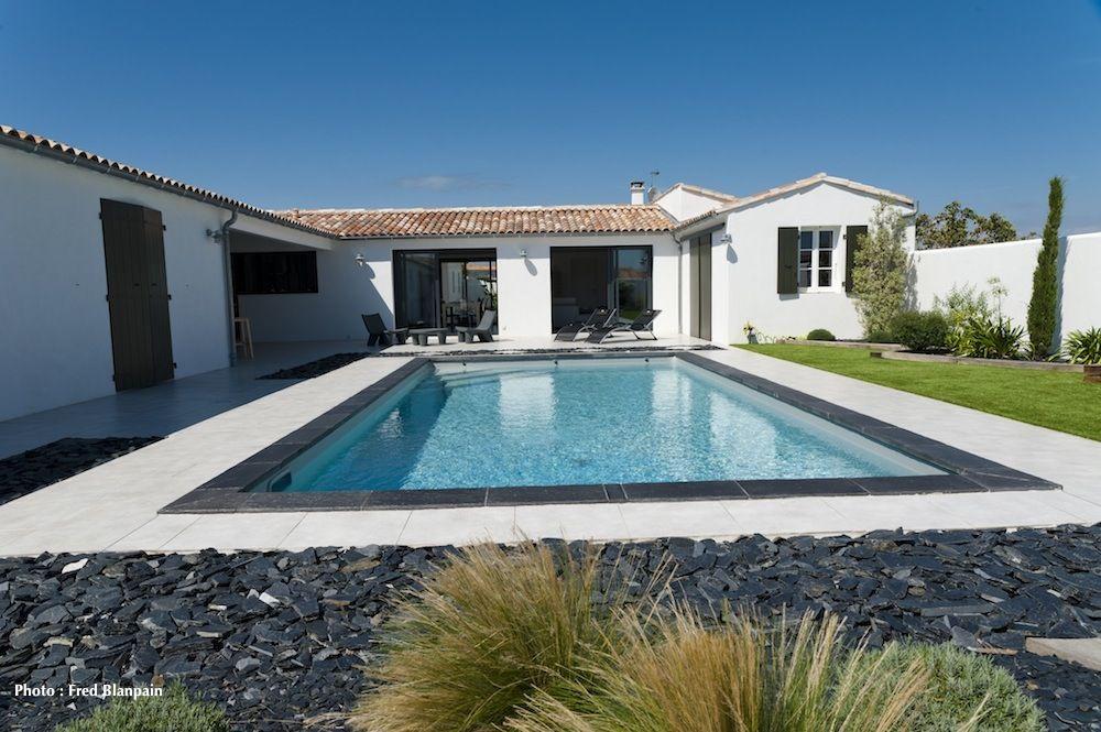 piscine #Caron #tendance #margellespierres #dalle #beton #design