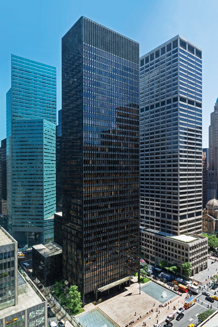 Mies Van Der Rohe's building for Seagram, completed across ...